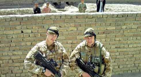 Picture of two British soldier on duty